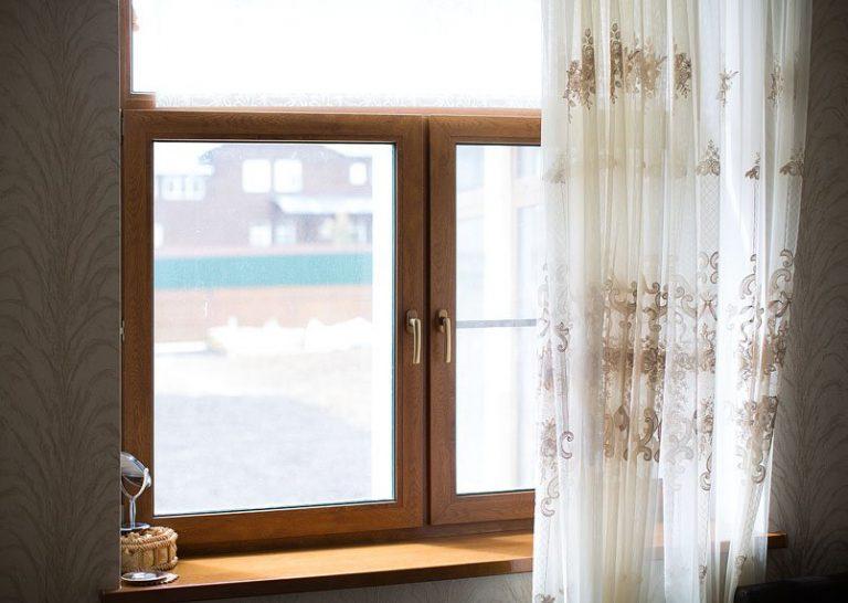 ламіноване вікно пвх в інтер'єрі