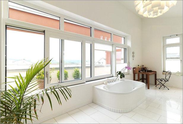наклонно сдвижные окна пвх в ванной комнате - фото Континент (Смела)